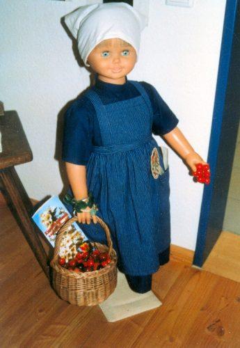 Puppe im Kirschenmuseum