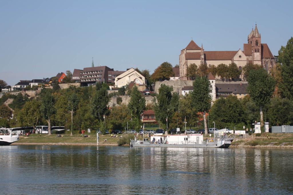 Blick vom Rhein auf Briesach